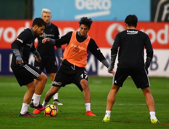 Beşiktaş'ın Adanaspor antrenmanından kareler 12