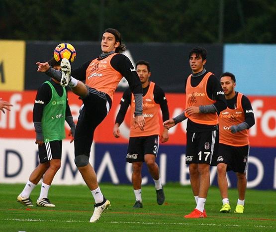 Beşiktaş'ın Adanaspor antrenmanından kareler 16