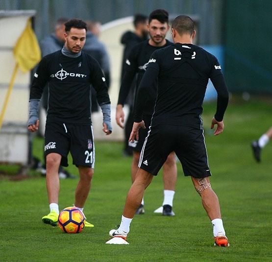 Beşiktaş akşam antrenmanından kareler 10