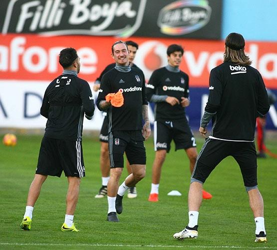 Beşiktaş akşam antrenmanından kareler 14