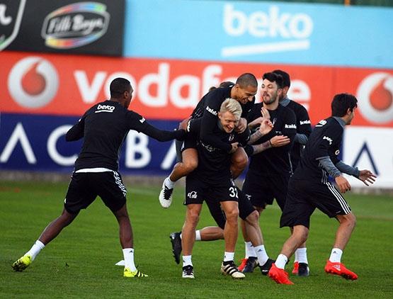 Beşiktaş akşam antrenmanından kareler 16