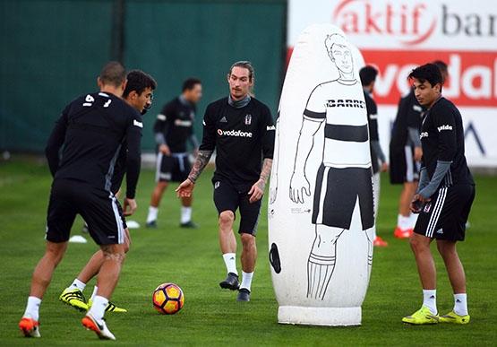 Beşiktaş akşam antrenmanından kareler 18