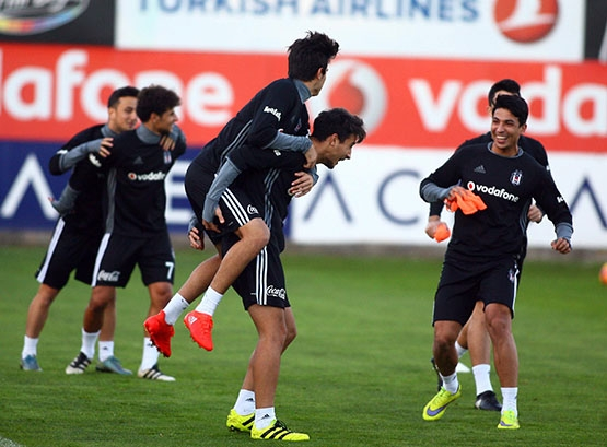 Beşiktaş akşam antrenmanından kareler 19