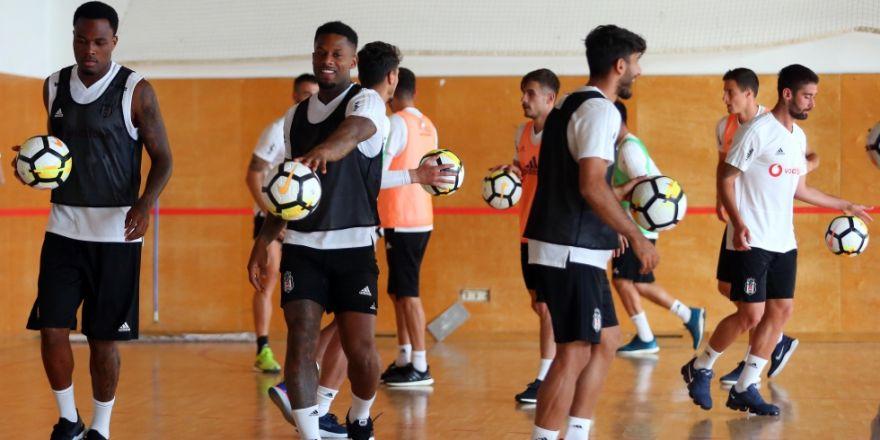Beşiktaş'ın akşam antrenmanından kareler
