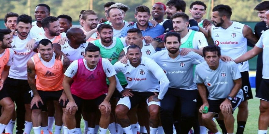 Fabri, BJK Nevzat Demir Tesisleri'nde takım arkadaşlarıyla vedalaştı
