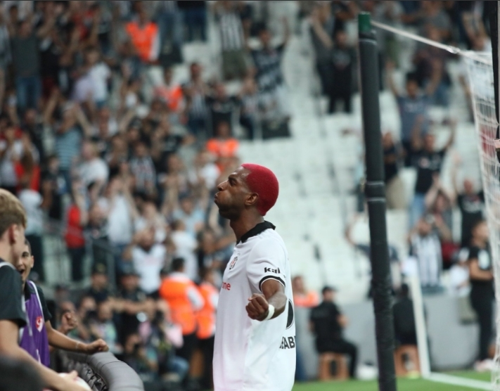 Beşiktaş - LASK Linz karşılaşmasından kareler 1