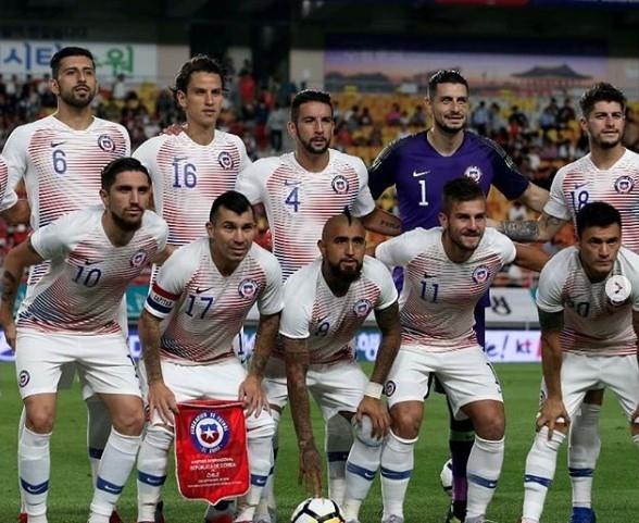 Şili Milli takımı ile sahaya kaptan olarak çıkan Medel'den 4 fotoğraflık paylaşım 1