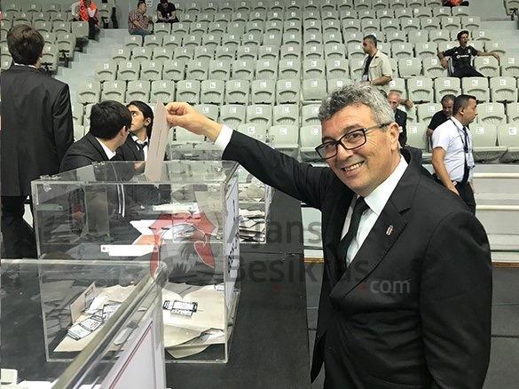 Beşiktaş'ta oy kullanma işlemi devam ediyor... İşte oy kullanan yönetim kurulu üyeleri 1