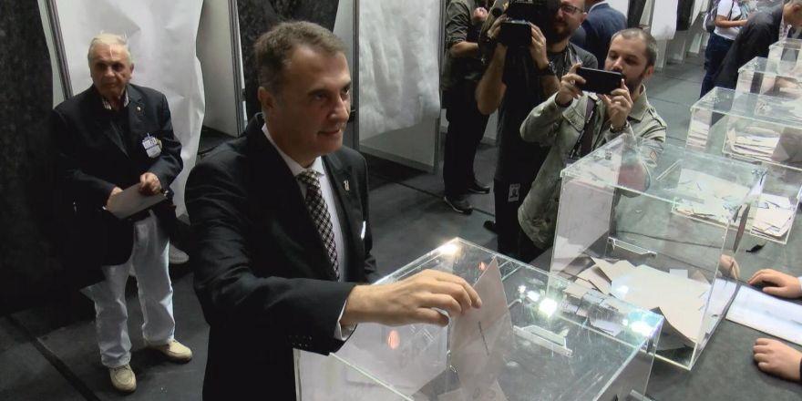 Beşiktaş'ta oy kullanma işlemi devam ediyor... İşte oy kullanan yönetim kurulu üyeleri