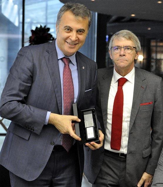UEFA ve Benfica heyetleri dostluk yemeğinde buluştu 6