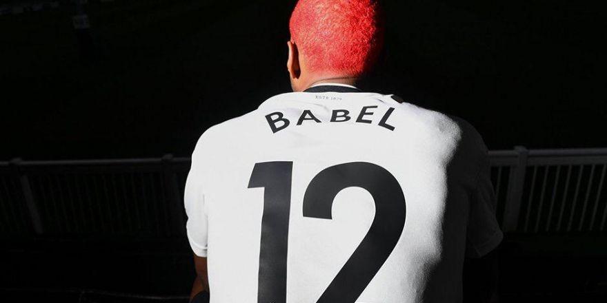 Ryan Babel yeni formasıyla poz verdi