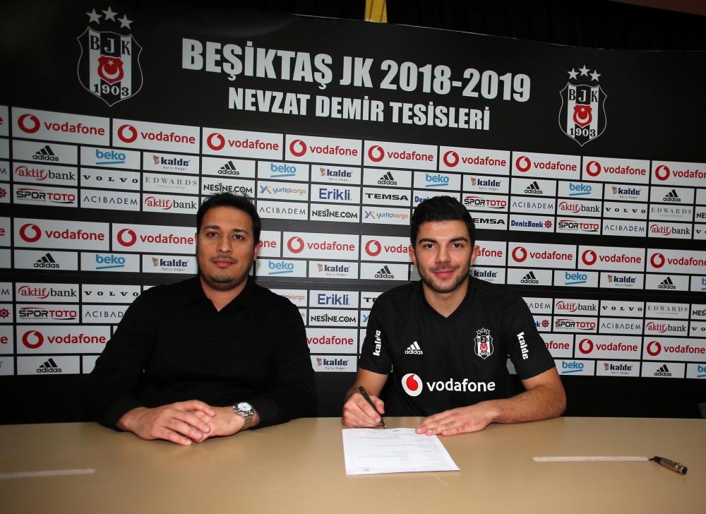 Muhayer Oktay, Beşiktaş'a imza attı 1