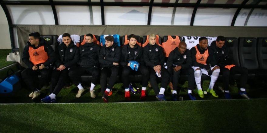 Akhisarspor - Beşiktaş maçının ilk yarısından kareler