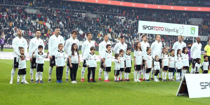 Beşiktaş - Göztepe maçının ilk yarısından kareler