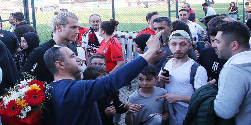 Üniversite öğrencileri Beşiktaş'ın antrenmanını izledi