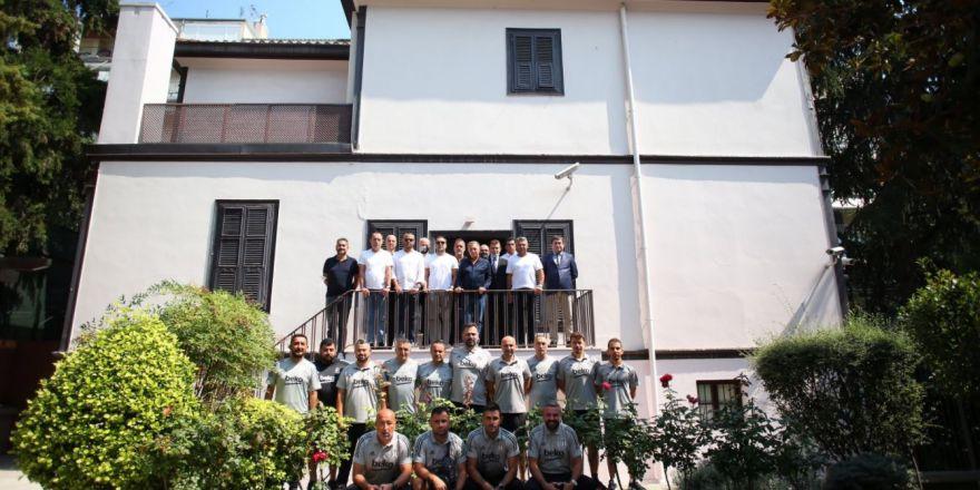 Beşiktaş Başkanı Ahmet Nur Çebi ve yöneticiler, Atatürk'ün doğduğu evi ziyaret etti