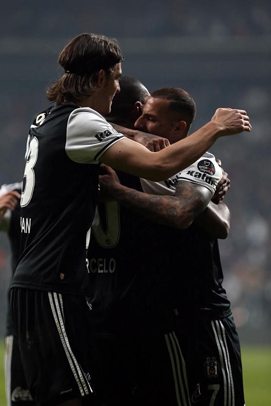 Beşiktaş-Başakşehir maçından kareler 17