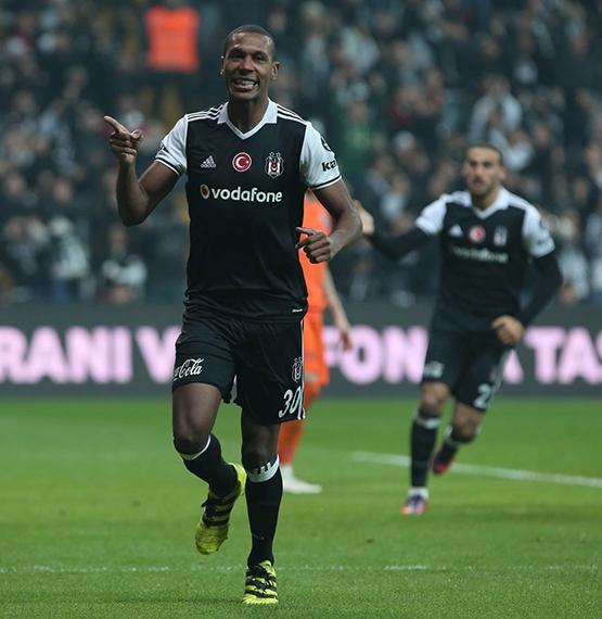 Beşiktaş-Başakşehir maçından kareler 35