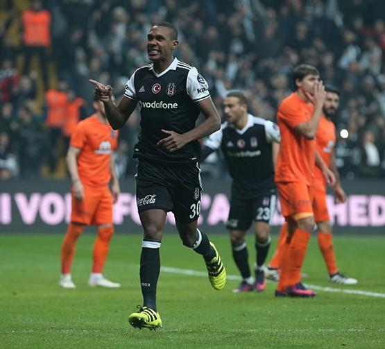 Beşiktaş-Başakşehir maçından kareler 39