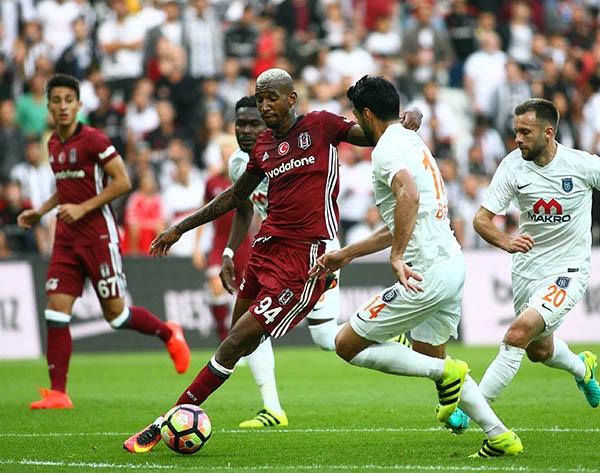 Beşiktaş-Başakşehir maçından kareler 37