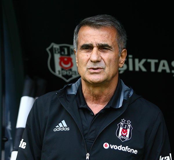 Beşiktaş-Başakşehir maçından kareler 48