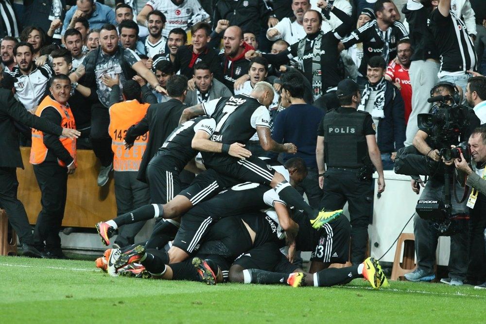 Beşiktaş-Galatasaray derbisinden kareler 10
