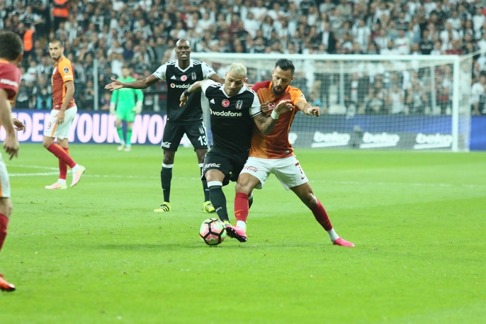 Beşiktaş-Galatasaray derbisinden kareler 12
