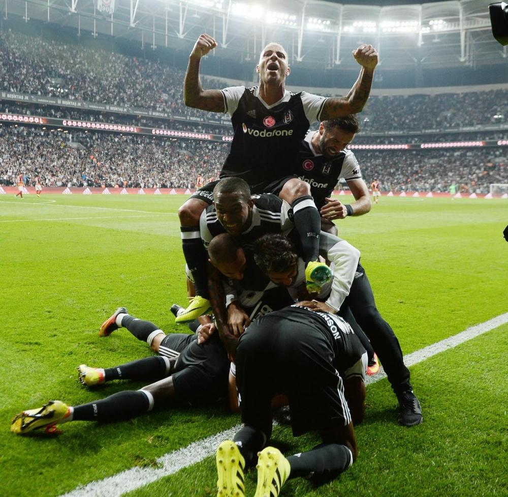 Beşiktaş-Galatasaray derbisinden kareler 2