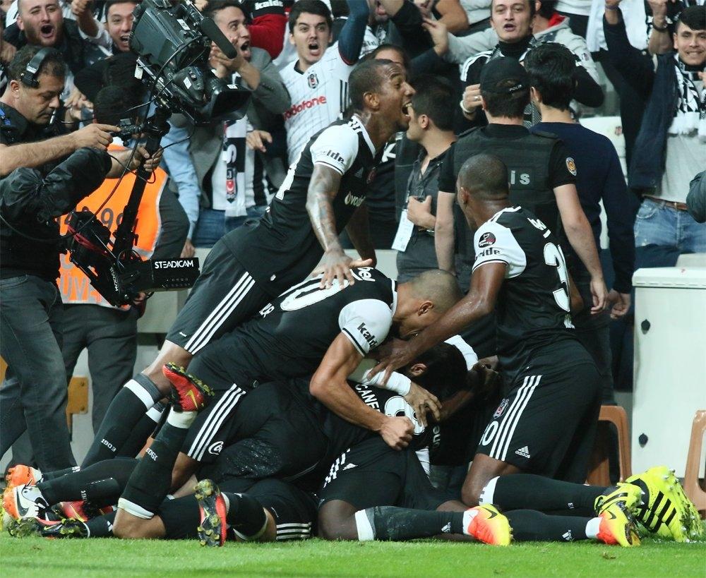 Beşiktaş-Galatasaray derbisinden kareler 6