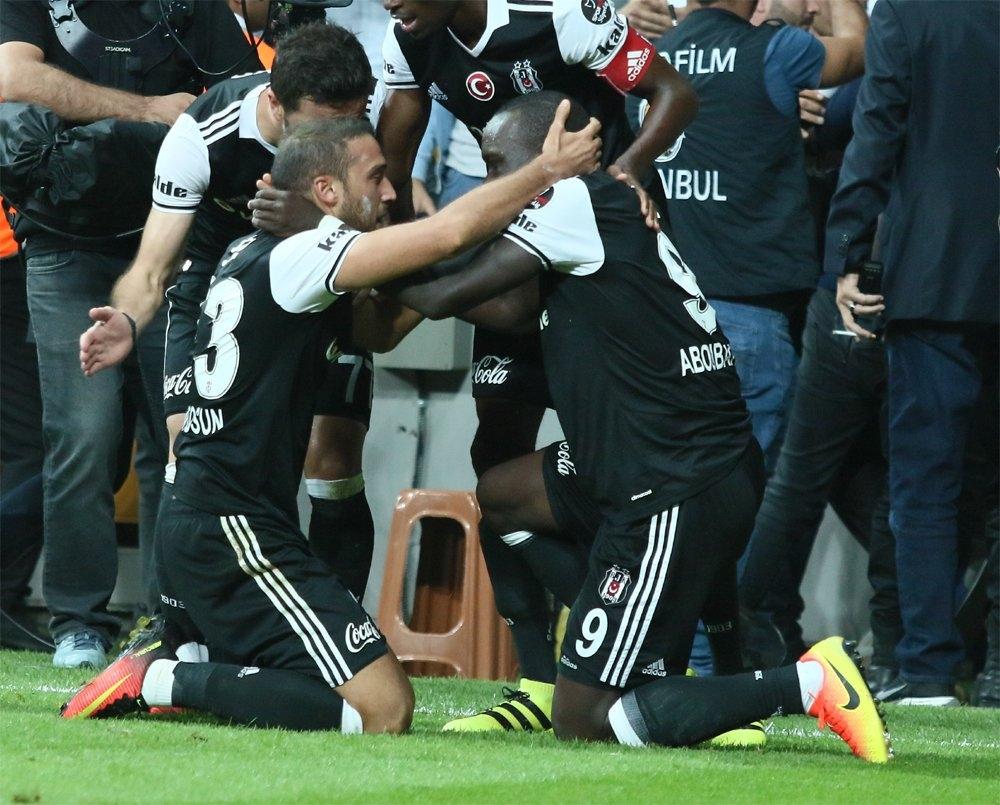 Beşiktaş-Galatasaray derbisinden kareler 8
