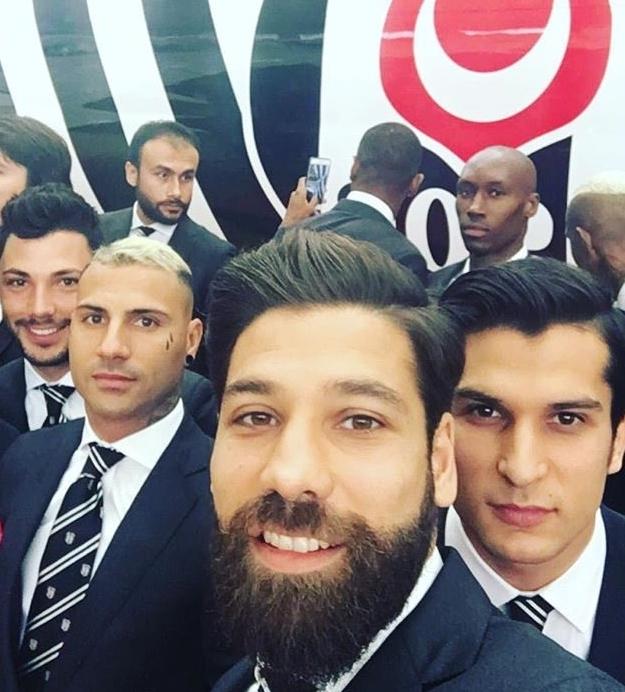 Beşiktaşlı futbolcuların uçak selfie'si 4