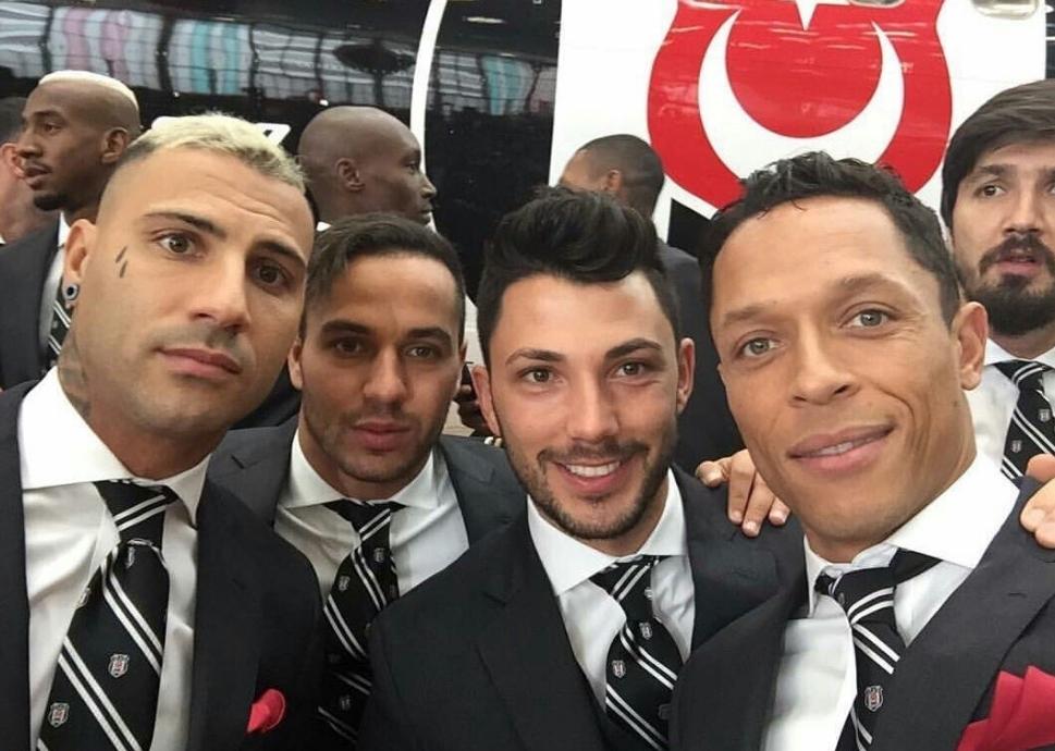 Beşiktaşlı futbolcuların uçak selfie'si 7