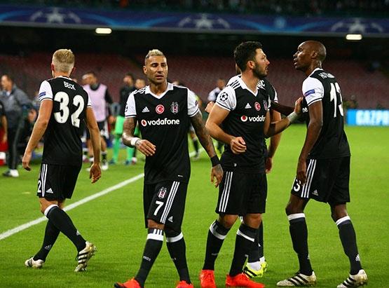 Napoli-Beşiktaş maçından kareler 18