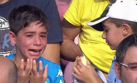 Napoli küçük çocuğu ağlamaya mahkum etti! 2