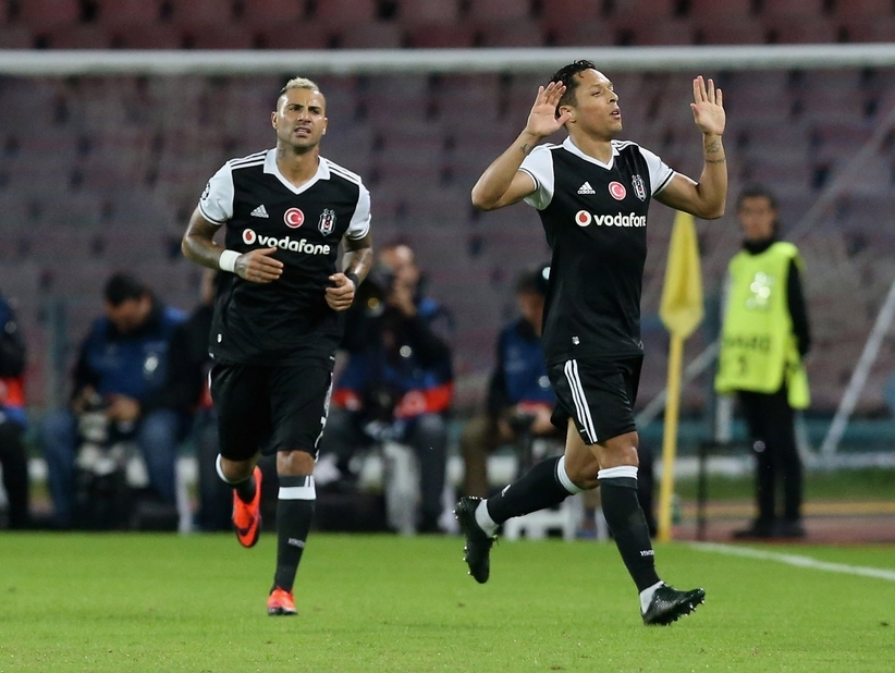 Şampiyonlar Ligi'nden Adriano'ya kutlama 2
