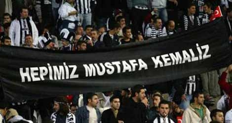 Beşiktaş tribünlerinin futbol dışı pankartları 1 14