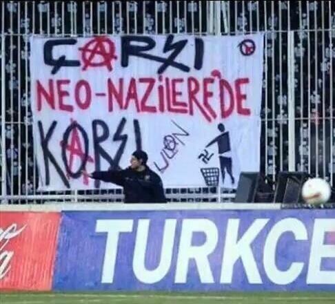 Beşiktaş tribünlerinin futbol dışı pankartları 1 2