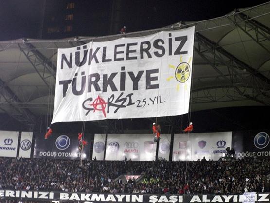 Beşiktaş tribünlerinin futbol dışı pankartları 1 8