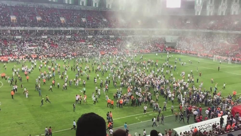 Gözlemci raporuna göre sahaya giren Beşiktaşlı yok! 1