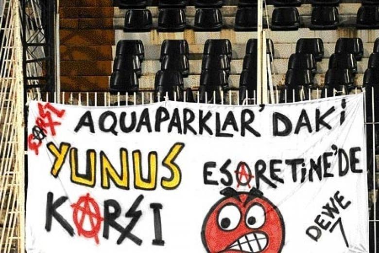 Beşiktaş tribünlerinin futbol dışı pankartları 2 11