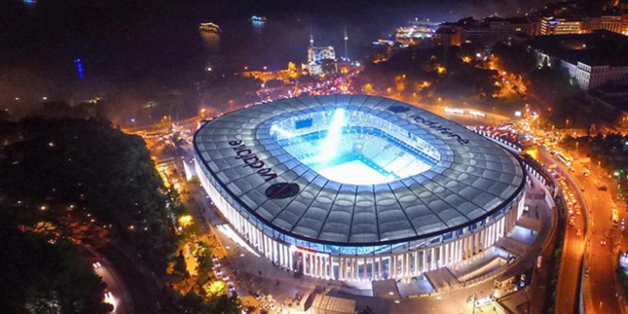 Vodafone Arena'da Cumhuriyet Bayramı'na özel ışıklandırma