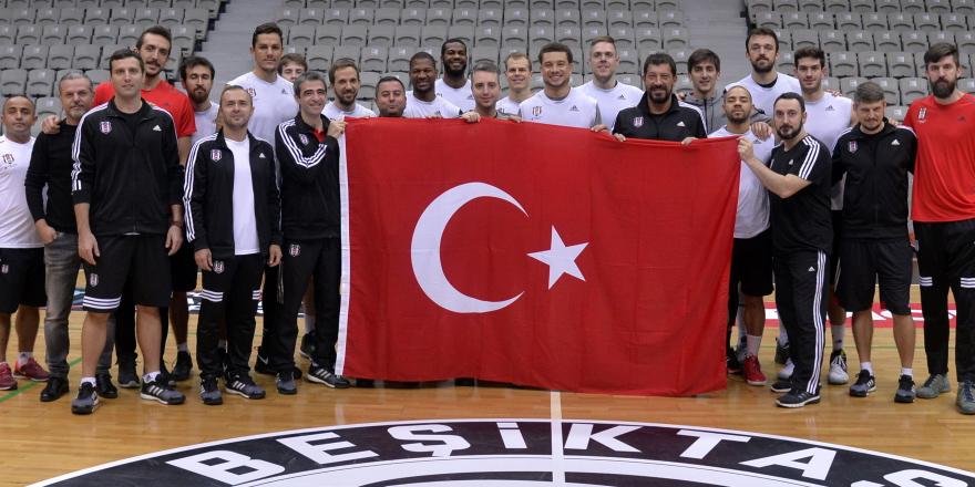 Basketbolcu ''Efendiler'' Cumhuriyet'i kutladı