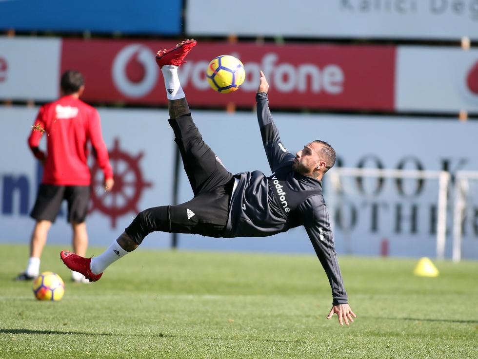 Akhisar hazırlıkları sürüyor! Beşiktaş 6 eksikle çalıştı...