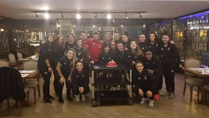 Beşiktaş Kadın Futbol Takımından Elif Keskin'in doğum günü kutlandı