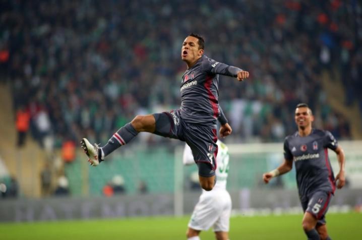 Adriano'nun sakatlığında son durum!