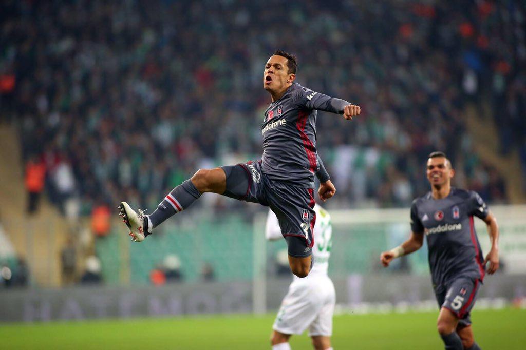 Adriano antrenmana katılmadı