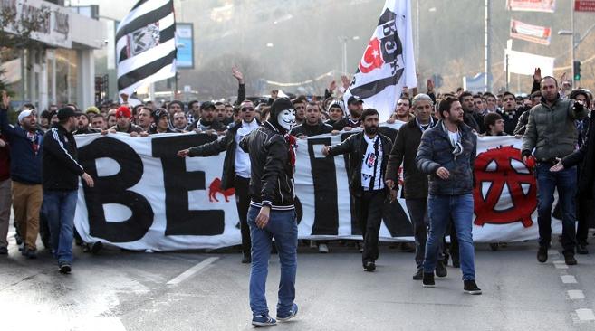 TARİHTE BUGÜN | Beşiktaş taraftarı yürüdü, maç tekrar edildi!