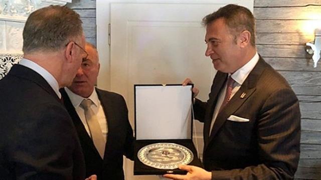 """Bayern Münih CEO'su: """"Türkiye'nin en büyük takımı Beşiktaş"""""""