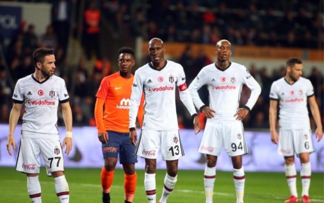 Rakipler 10 kişi kalınca Beşiktaş sıkıntı yaşıyor!