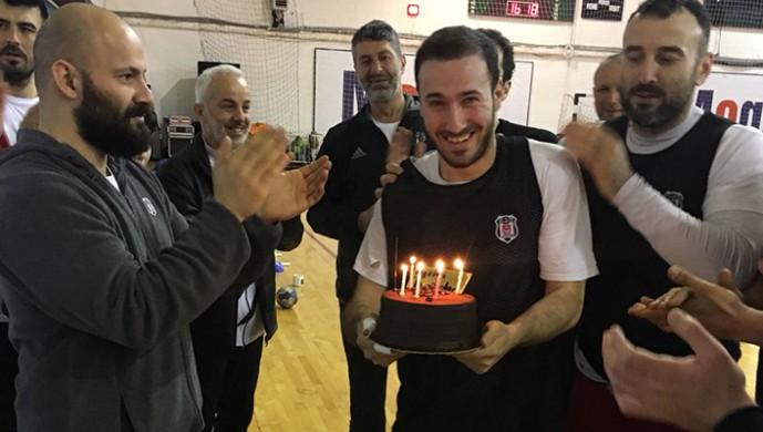 Beşiktaş Mogaz'da doğum günü kutlaması